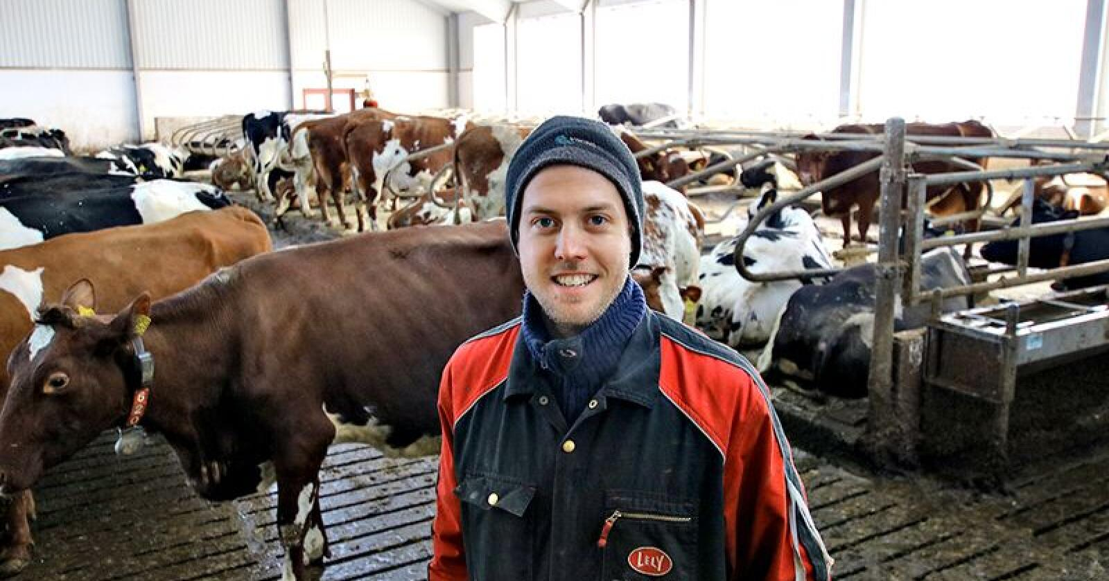 Ny leder: Knut Johan Singstad ble valgt til ny leder i Norsk Holstein i helga. Han overtok en rein NRF-besetning i 2009, men får stadig flere svarte og hvite kyr i fjøset. Foto: Camilla Mellemstrand