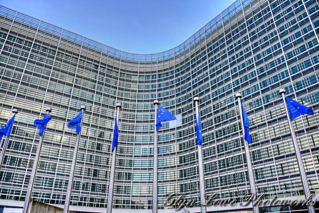 Europakommisjonen, som holder til i Berlaymont-bygningen, har rundt 33.000 ansatte, som er færre enn i Oslo kommune, skriver Heidi Nordby Lunde. Foto: Glyn Lowe / Flickr