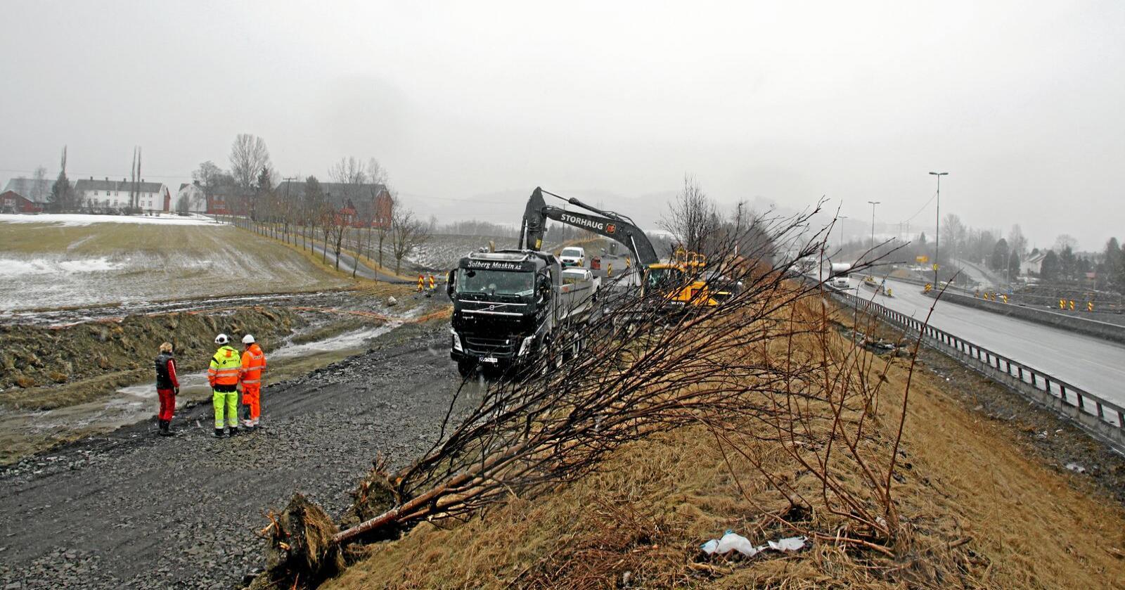 Veiutbygging er blant grunnene til at matjord blir nedbygget. Her fra Melhus i Trøndelag i 2018. Foto: Lars Bilit Hagen