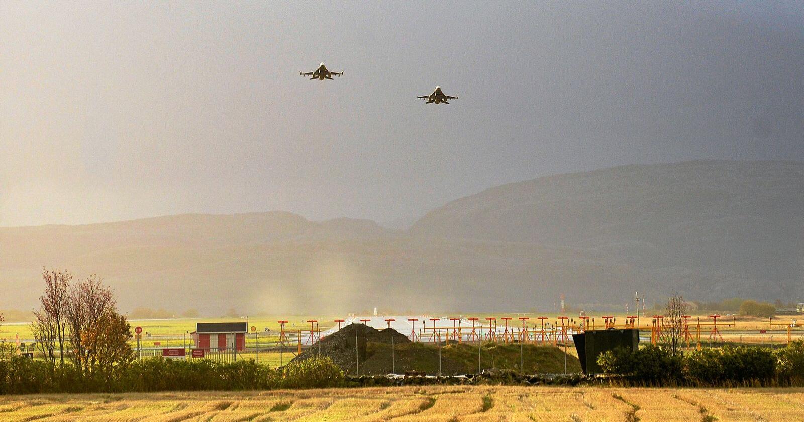 Forsvaret av Norge har i over 70 år vært basert på NATO og støtte fra våre allierte. Samtidig må vi bidra til lavspenning ved å opptre tydelig, forutsigbart og beroligende, skriver innsenderne. Her fra Ørland. Foto: Siri Juell Rasmussen