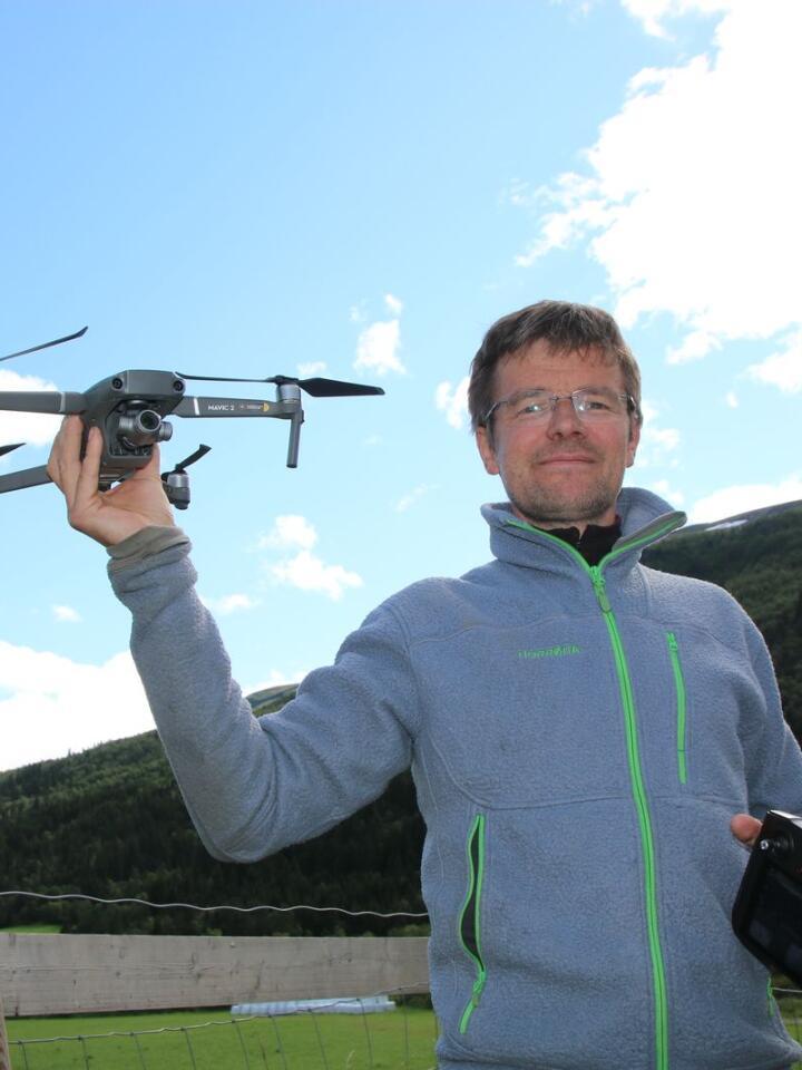 Med denne dronen kan Ola finne savnede dyr på beite.
