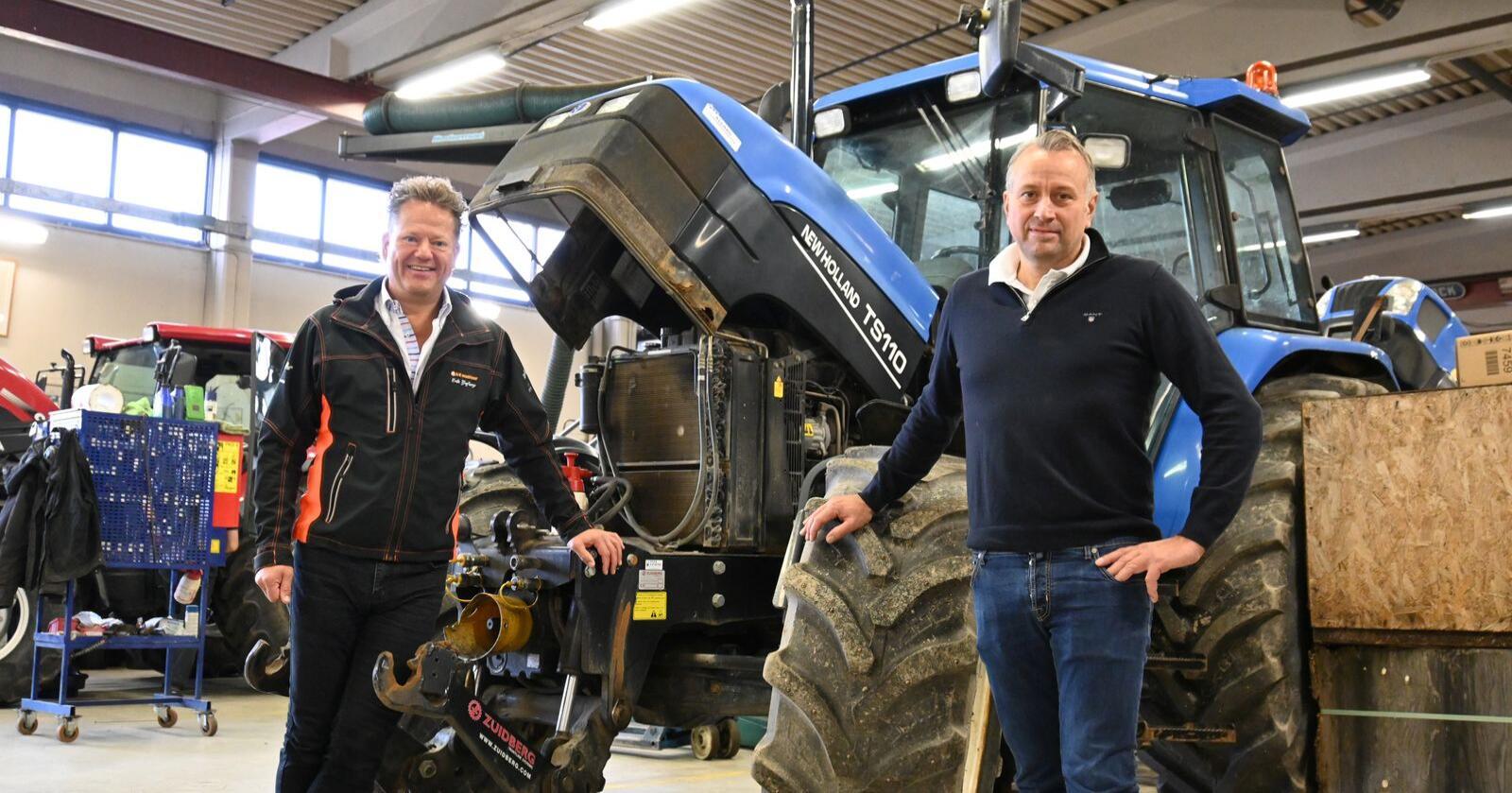 Ettermarkedsdirektør Egil Iversen i A-K maskiner ( til høyre ) kunne sammen med administrerende direktør Erik Grefberg idag lansere et nye servicekonsept for eldre traktorer