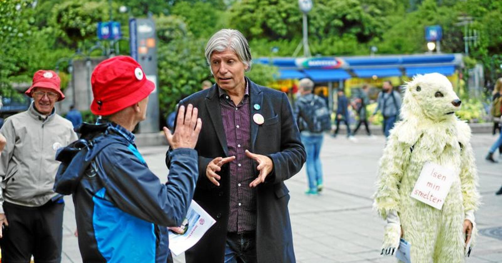 Klima- og miljøminister Ola Elvestuen (V) vil verne Østmarka, også ut over dei reservata som alt er i området. Foto: Ketil Blom Haugstulen