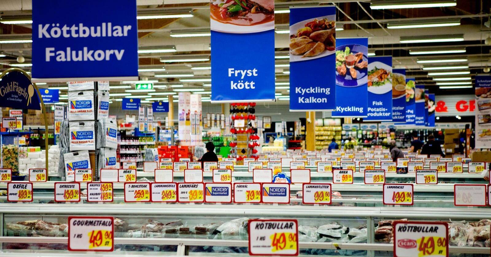 Mer enn ni av ti kroner nordmenn brukte på grensehandel i fjor ble brukt i Sverige. Foto: Thomas Winje Øijord / Scanpix