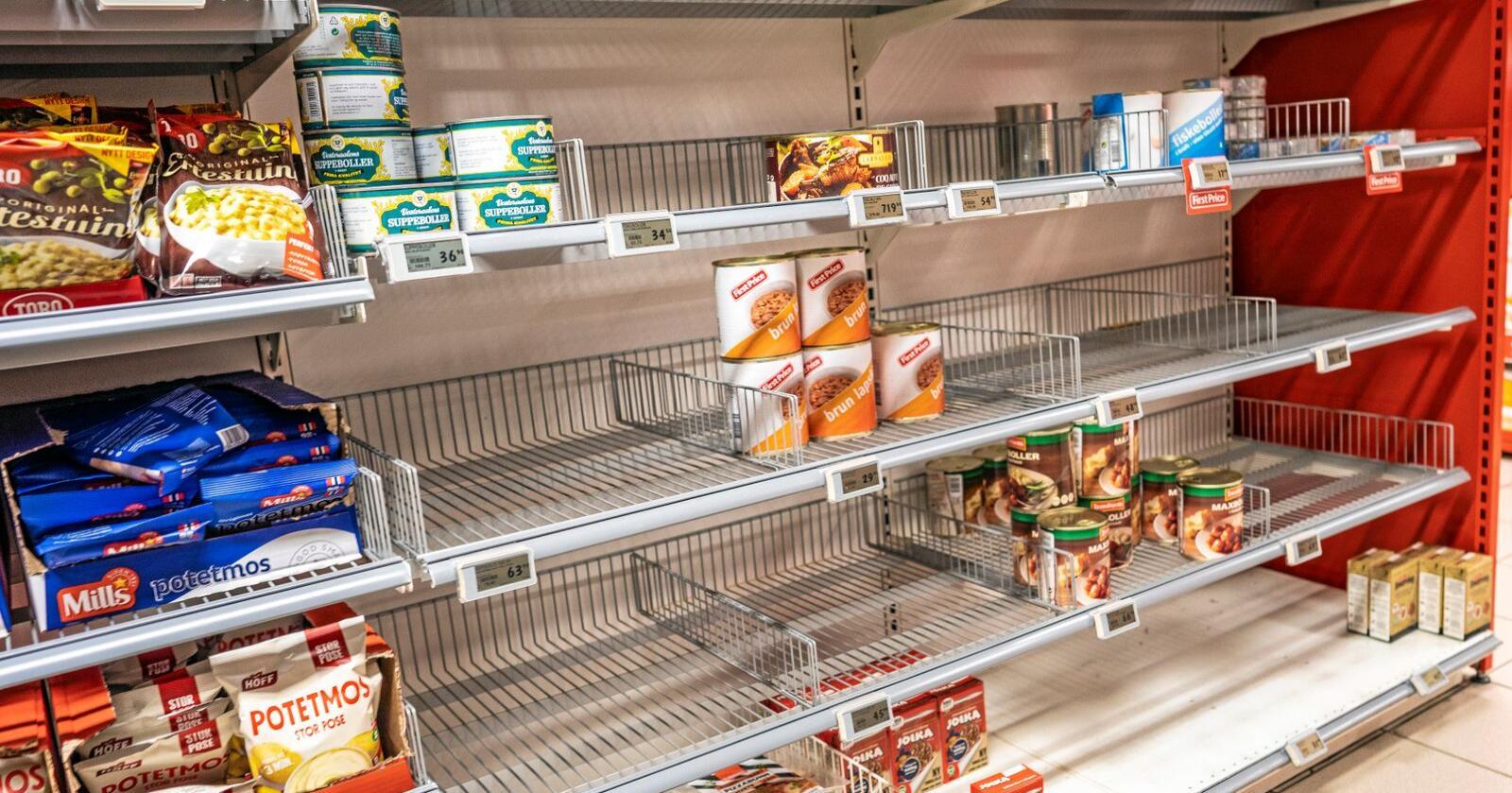Hamstring: Da koronaepidemien rammet Norge, kunne det mangle noen varer i butikkene. Foto: Stian Lysberg Solum / NTB