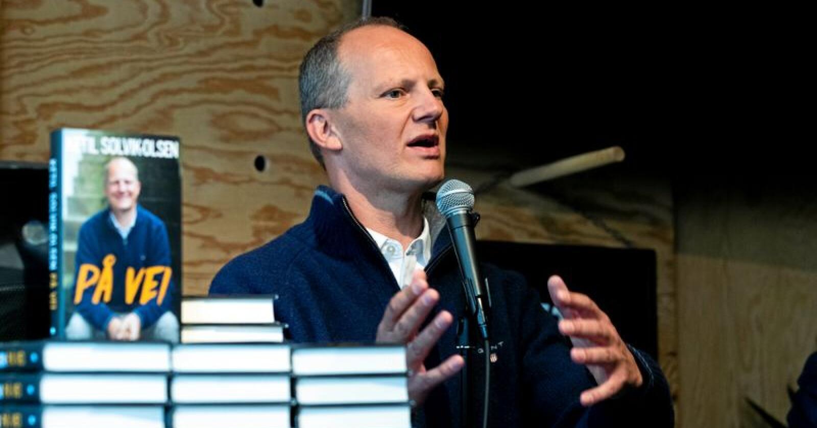 Bok om seg selv: Ketil Solvik-Olsen under lanseringen av boka «På vei». Foto: Berit Roald / NTB scanpix