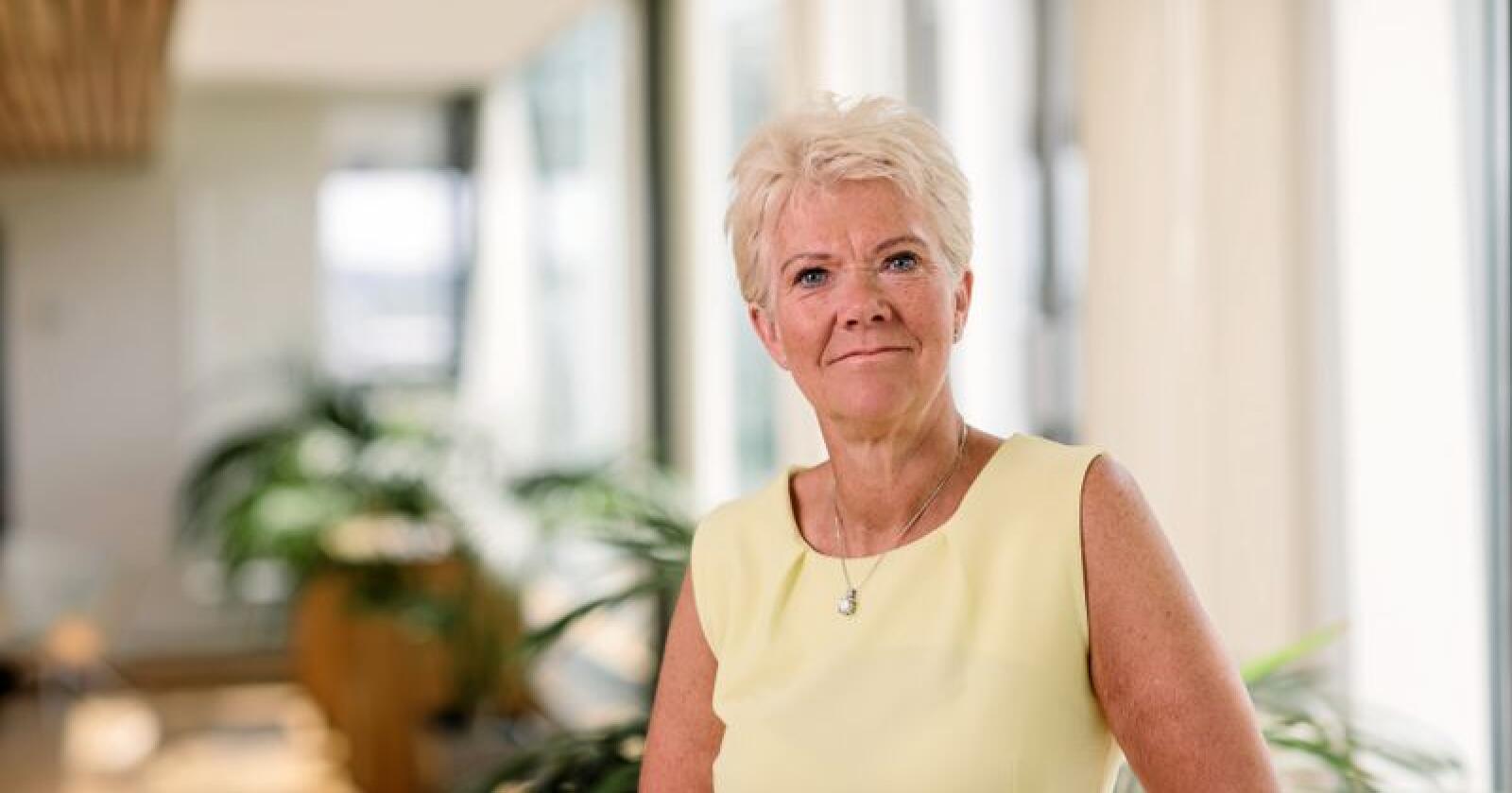 Arnhild Dordi Gjønnes, advokat i næringspolitisk avdeling i NHO, får daglige hendvendelser fra små og mellomstore bedrifter angående anbud. Foto: Moment studio