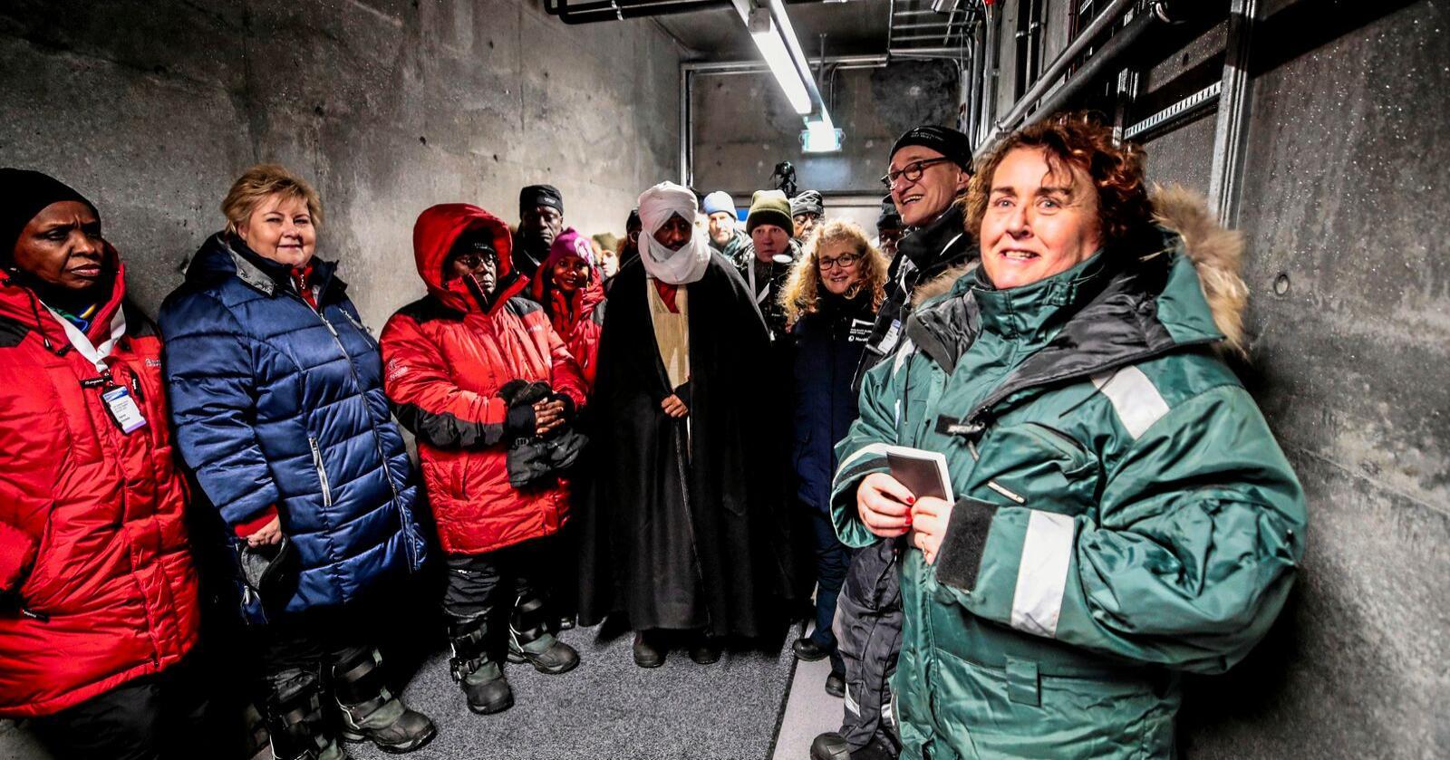 Landbruks- og matminister Olaug Bollestad og  statsminister Erna Solberg besøkte Svalbard globale frøhvelv i februar da representanter for mange land og universiteter ankom hvelvet med nye frø. Foto: Lise Åserud / NTB scanpix