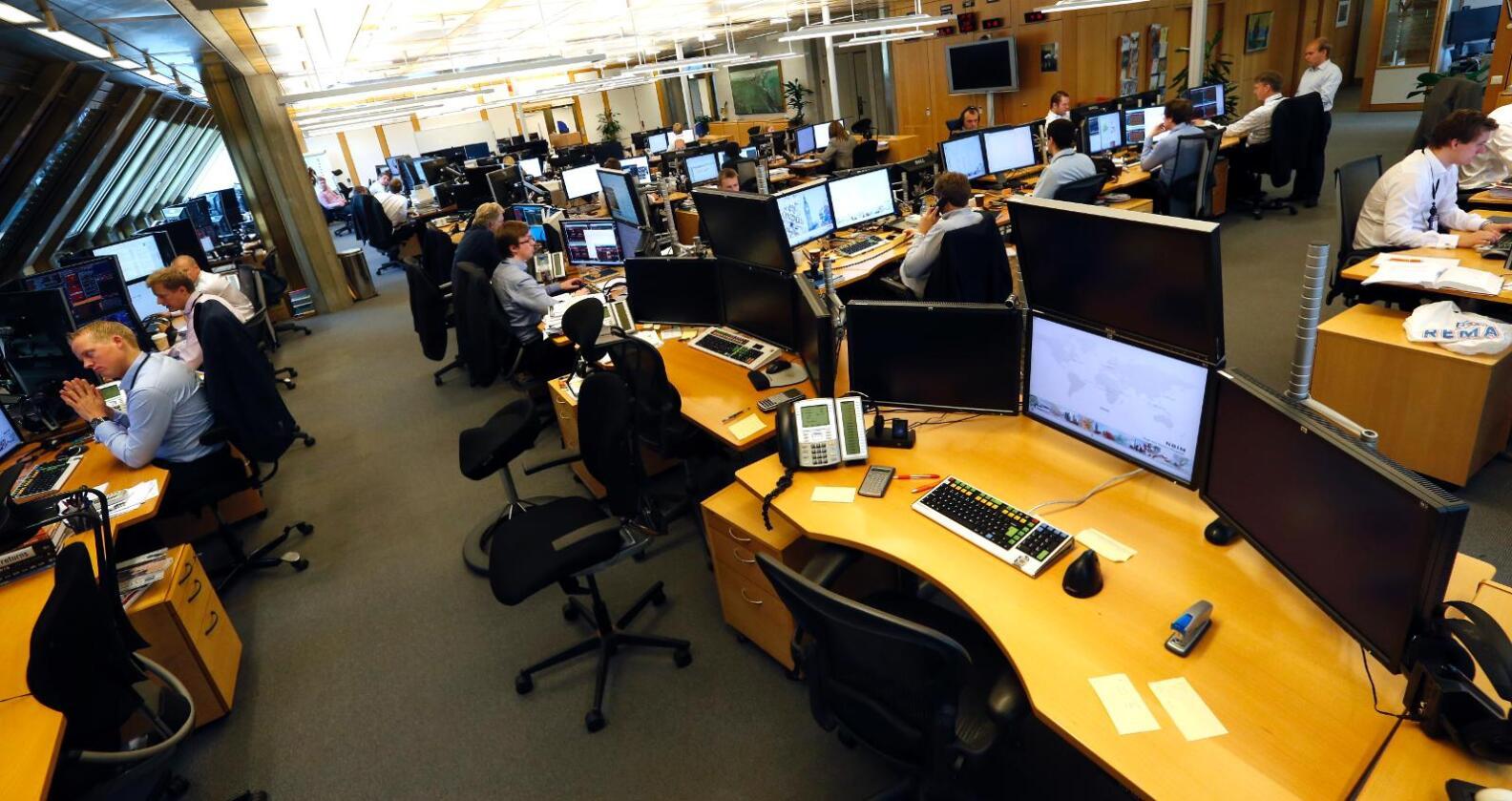 Her forvaltast pengane: Tradingrommet i Noregs Bank forvaltar Statens pensjonsfond - utland. Foto: Lise Åserud / NTB scanpix