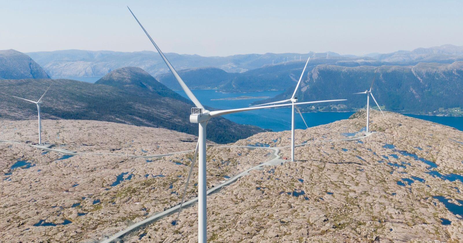 Stortinget skal ta stilling til et forslag om innstramminger i konsesjonsreglene. Her fra Guleslettene vindpark like ved Florø. Foto: Tore Meek/NTB scanpix