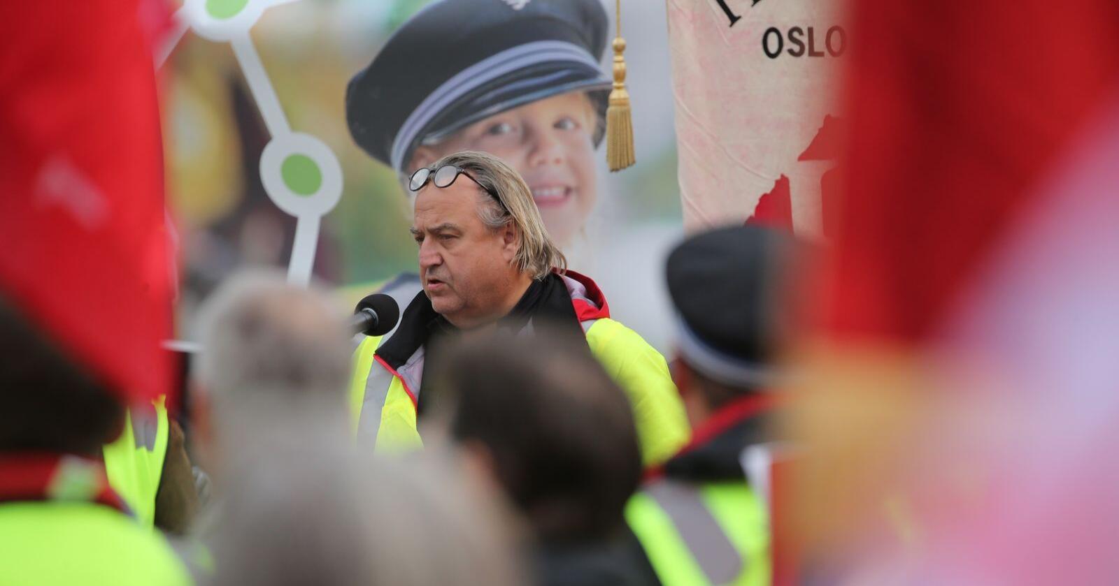 Forbundsleder Rolf Ringdal i Norsk Lokomotivmannsforbund under en tidligere protest. Foto: Ørn E. Borgen / NTB scanpix