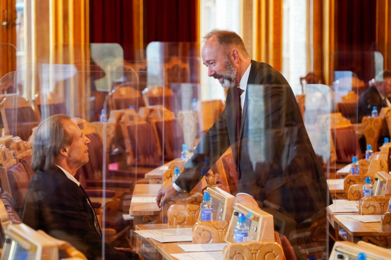Støy: Jan Bøhler (Sp) og Trond Giske (Ap), her under Stortingets åpning 2. oktober, har begge preget Ap i høst med internt støy. Valgforsker mener krisemålingen likevel er en del av et større bilde. Foto: Heiko Junge / NTB