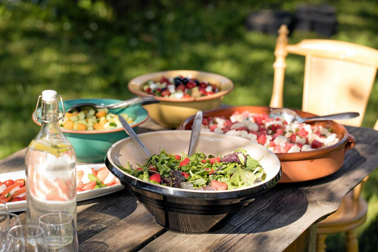 Grønn matglede: Noen av de sunneste grønnsakene er: Grønnkål, brokkoli, gulrot, paprika, rosenkål, søtpotet og selleri. Det er bare å forsyne seg og si god sommer. Foto: Marte Garmann