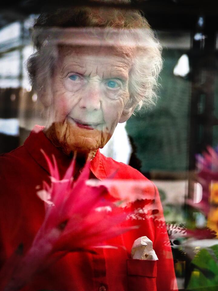 Bergljot Syljulien har jobbet med blomster nesten hele livet. Foto: Siri Juell Rasmussen