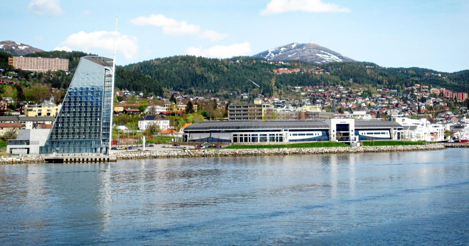 Nynorsk:  Midsund og Nesset er slått saman med Molde kommune. Det viktig å følgje med kva som skjer med nynorsken i dei nye kommunane, skriv kronikkforfattaren. Foto: Gorm Kallestad / NTB scanpix
