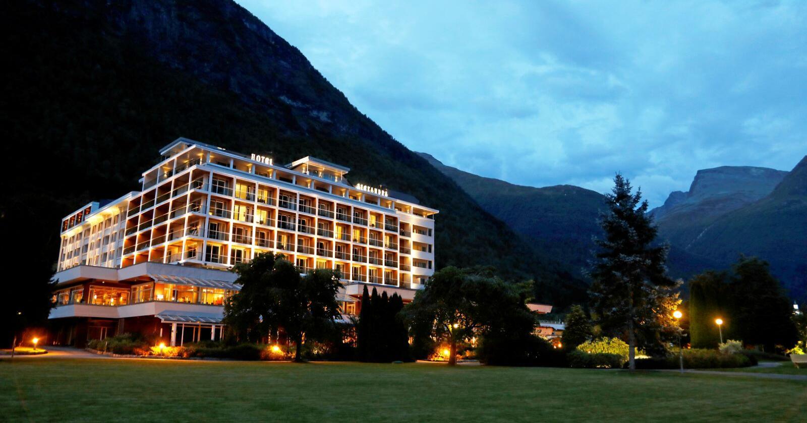 Hjørnesteinsbedrifta Hotell Alexandra i Loen har permittert 250 tilsette, og taper 15 millionar i månaden i inntekter. Foto: Erik Johansen / NTB scanpix