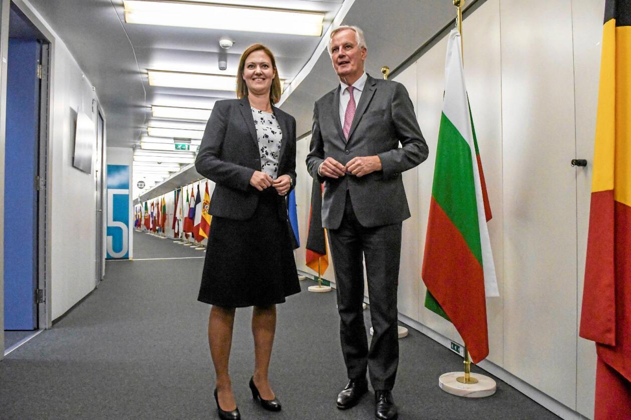 Møte: EU-minister Marit Berger Røsland og  EUs Brexit-forhandlar Michel Barnier. Foto: Johan Falnes/ Scanpix