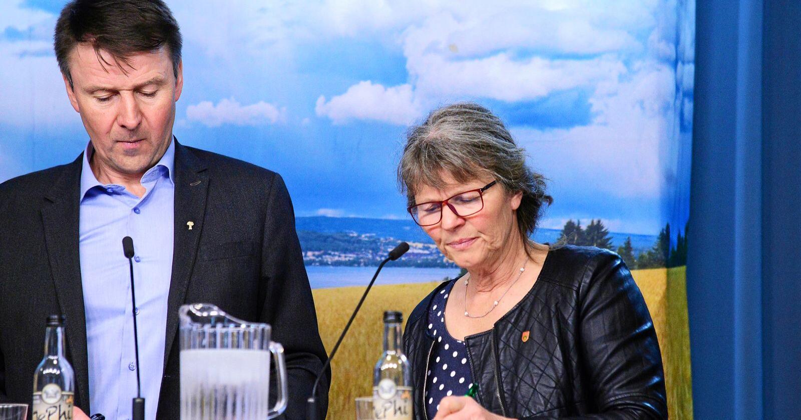 Lars Petter Bartnes, leder i Norges Bondelag, og Kjersti Hoff, leder i Norsk Bonde- og Småbrukarlag. Bildet er fra 2019. Foto: Siri Juell Rasmussen