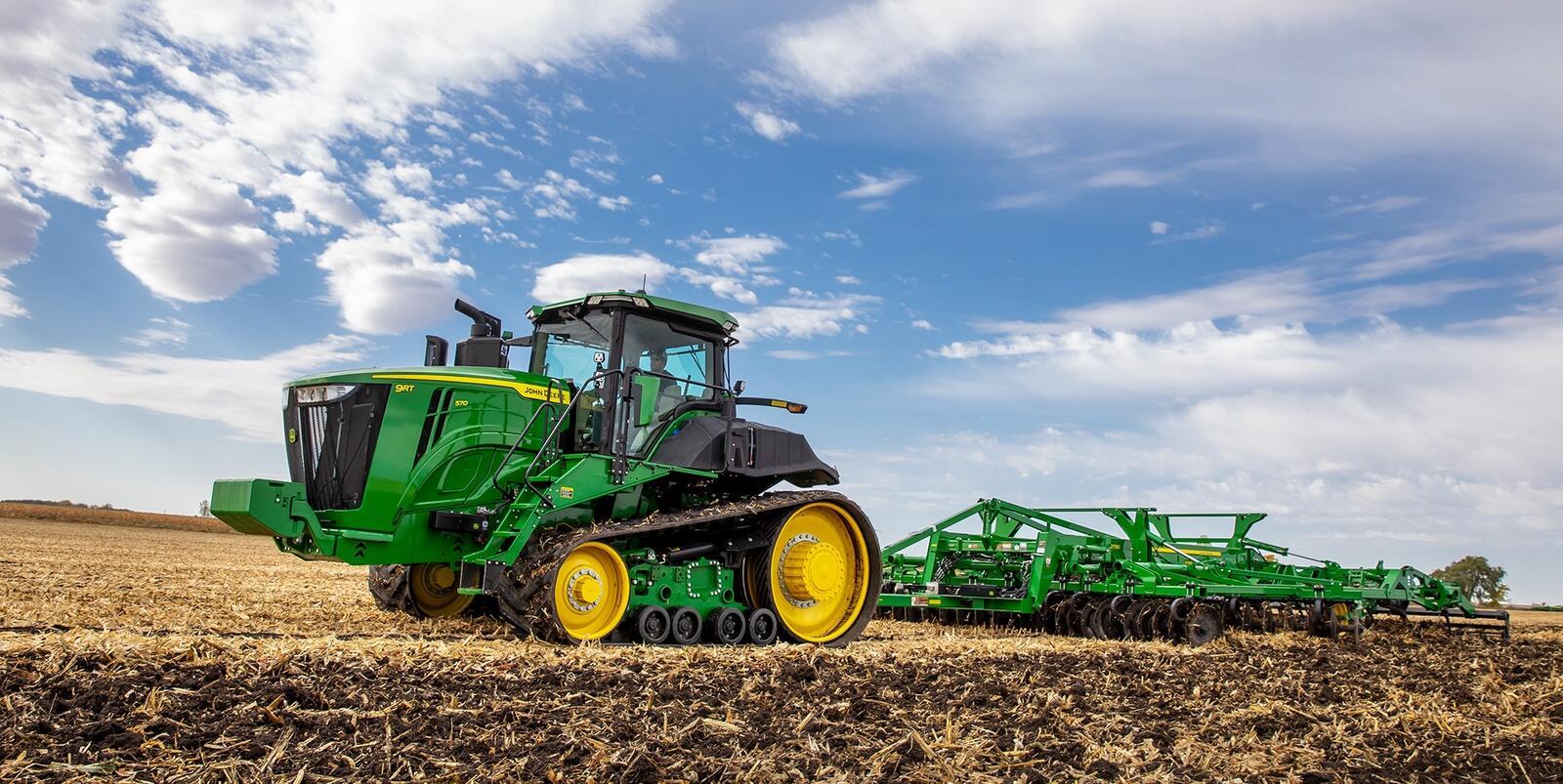 John Deere dobler inntjeningen sammenlignet med samme periode i fjor. Selskapet forteller om en stor etterspørsel etter maskiner i alle kategorier.
