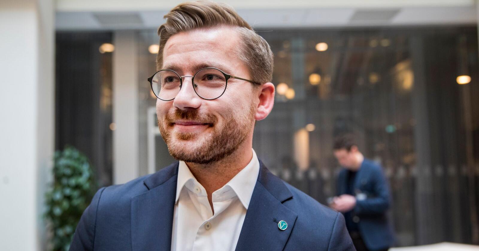 Rekordmange kommuner har søkt om klimastøtte fra staten. klima- og miljøminister Sveinung Rotevatn påpeker at det er viktig at kommunene bidrar for å gjøre Norge mer klimavennlig. Foto: Terje Pedersen / NTB scanpix