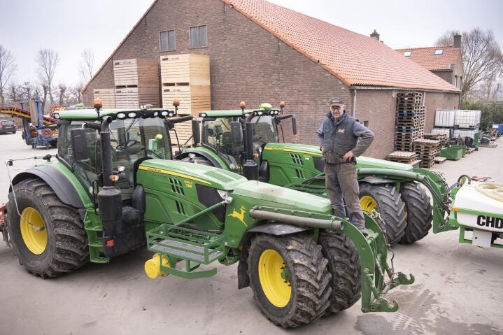 Trike: To ombygde John Deere-traktorer er sentrale i drifta hos entreprenøren.