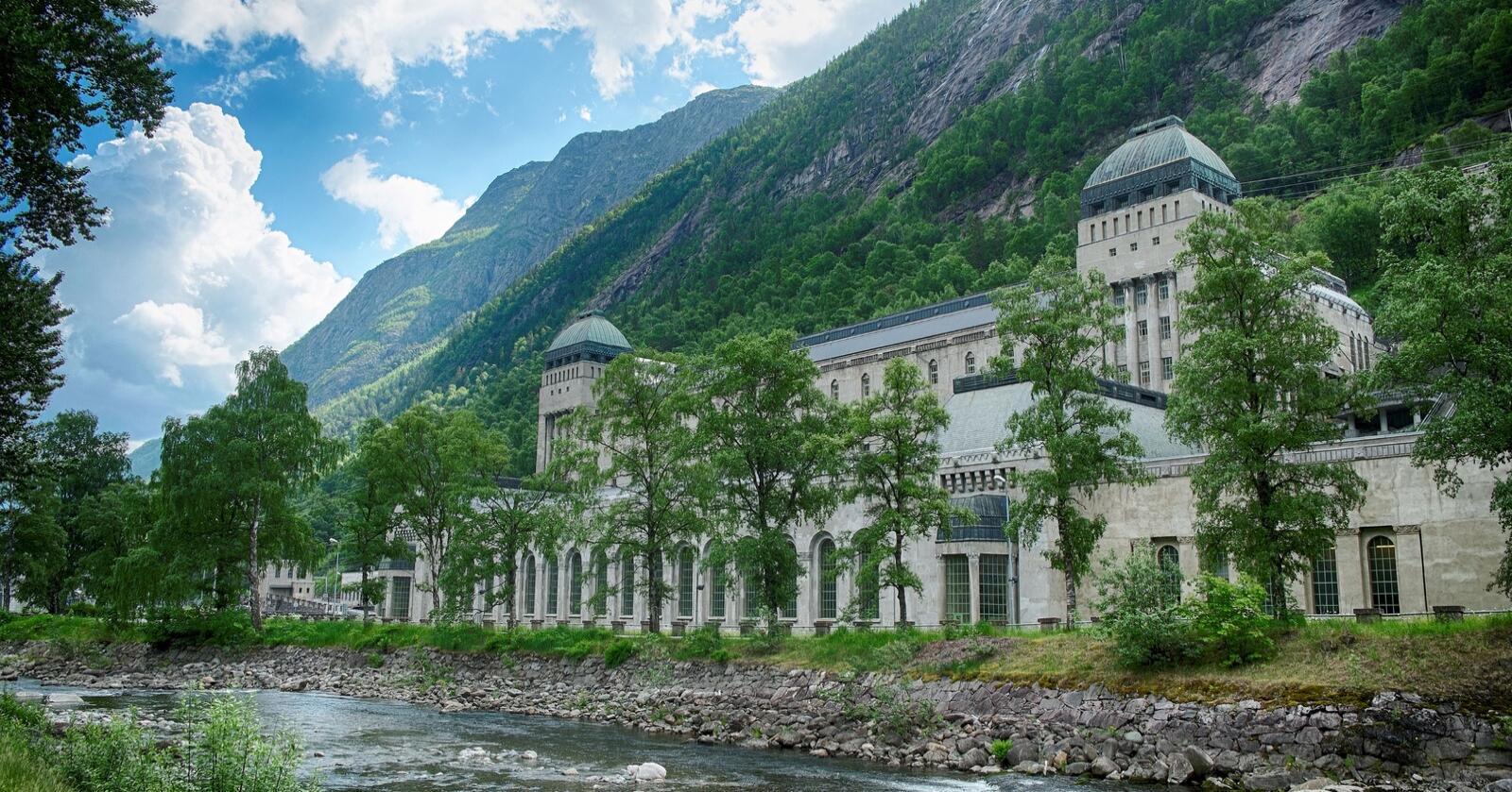 """""""Rjukan II"""" fra 1914: Hydro Energis tradisjonsrike Såheim kraftstasjon på Rjukan i Tinn kommune i Telemark. Foto: NVE"""