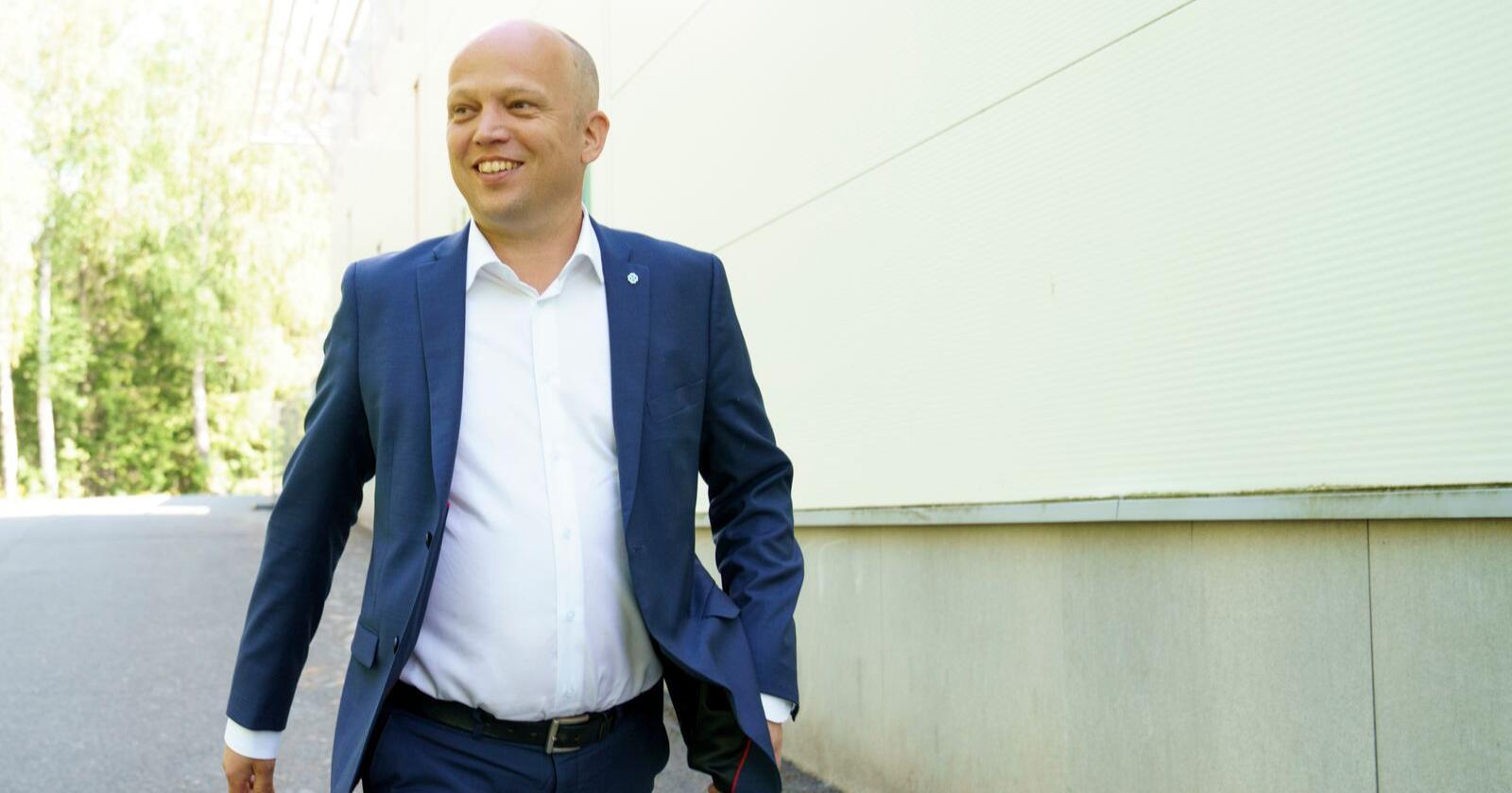 Senterpartiets leder Trygve Slagsvold Vedum mener regjeringens såkalte nærpolitireform har ført til sentralisering av politiet. Foto: Torstein Bøe / NTB