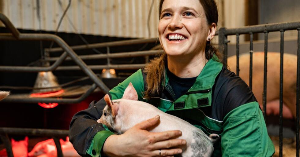 Dorthe Bjørnstad Hoff (33) er klar for dagens første runde i grisfjøset. Foto: Lars Petter Jonassen