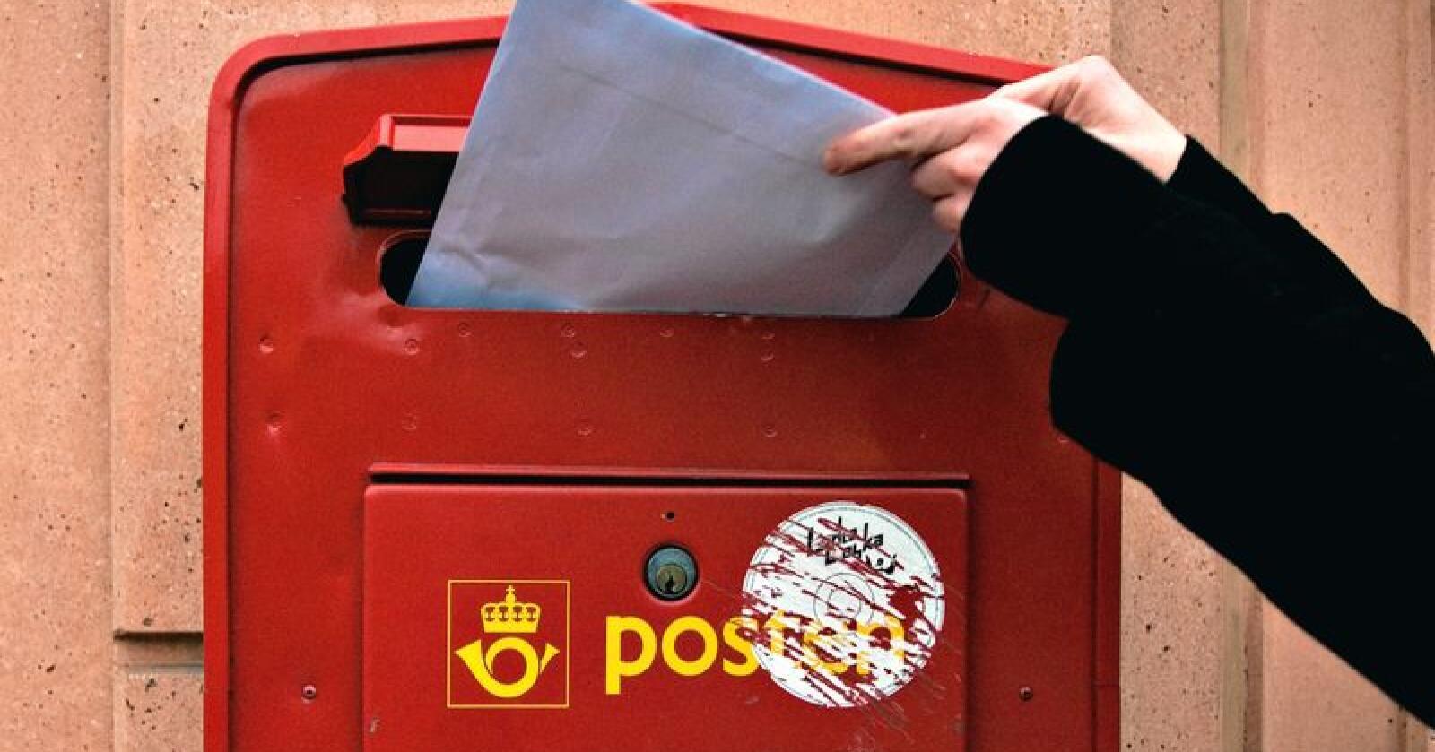 I forslag til ny postlov ønsker man å kutte ned på antallet dager med postomdeling. En av grunnen er at vi sender færre brev enn tidligere. Foto: Jon-Are Berg-Jacobsen