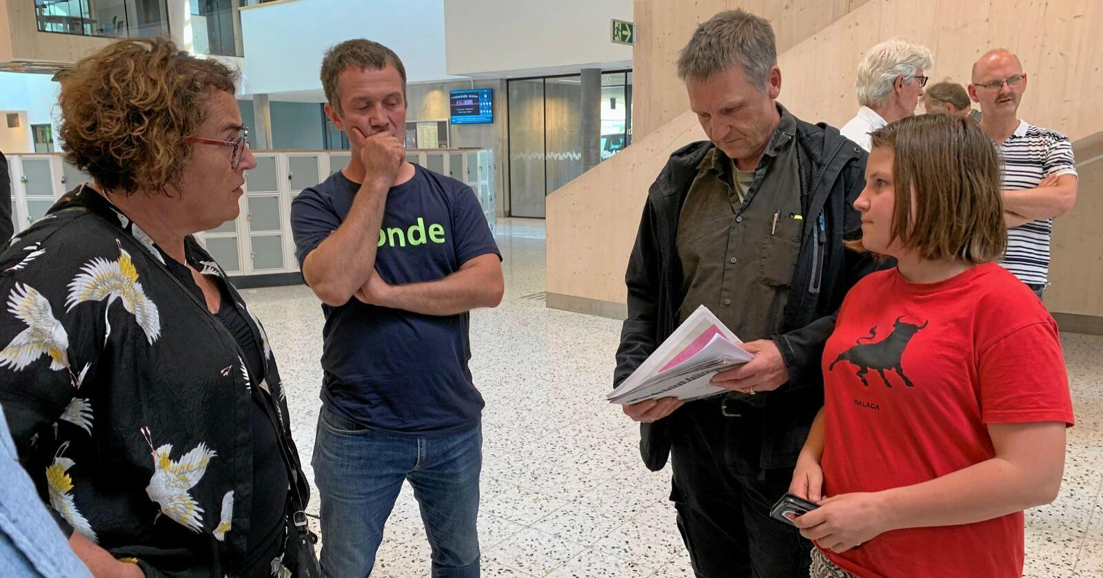 Om pelsdyr: Gunnar Dolve og dottera Ingeborg møtte landbruksminister Olaug Bollestad tidlegare i år. Foto: Kari Nygard Tvilde