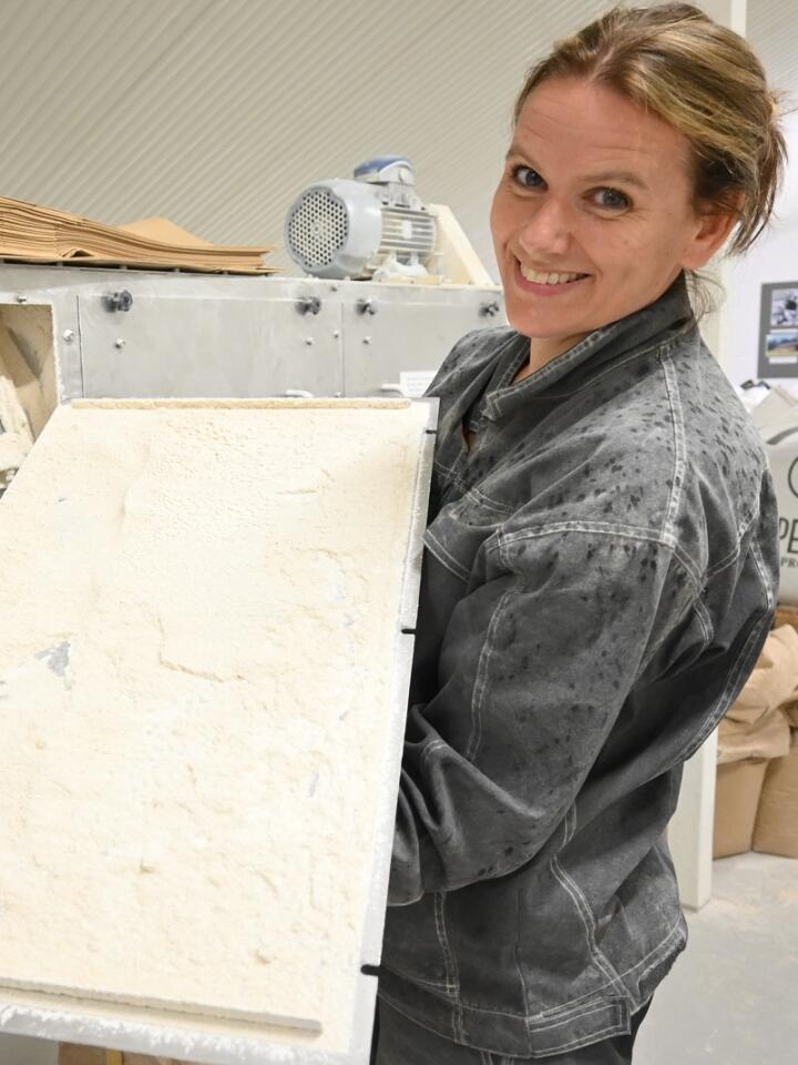 INNOVASJON: Ingrid Falkum Gardseth lager mel av eget bygg i egen mølle.
