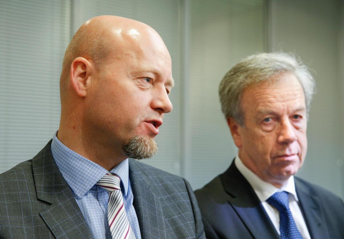 Direktør for oljefondet Yngve Slyngstad med sentralbanksjef Øystein Olsen (t.h.). Illustrasjonsfoto: Terje Pedersen / NTB scanpix