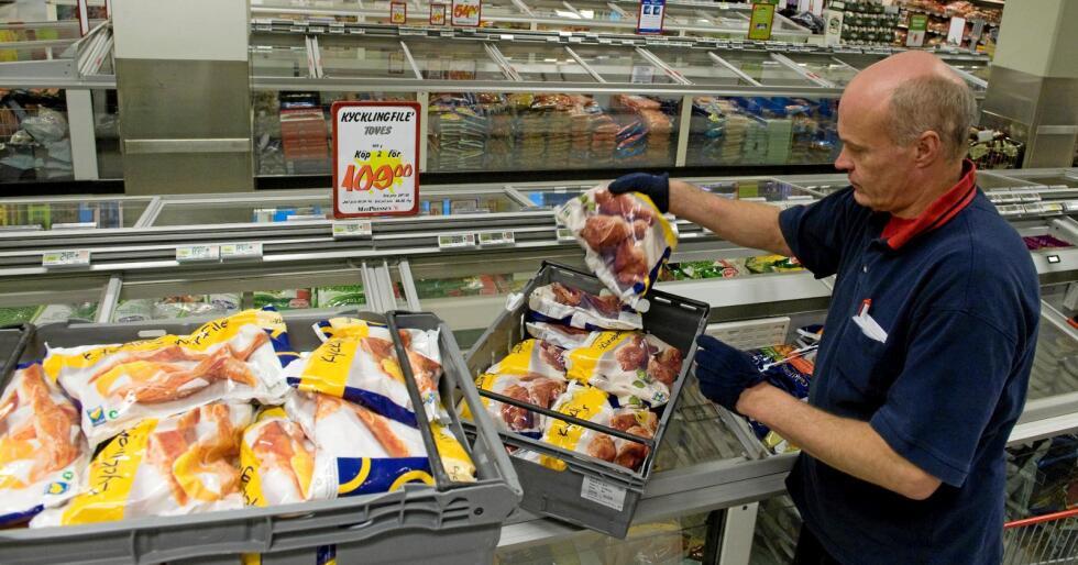 Stor produsent: Kronfågel er Sveriges største kyllingprodusent. Men produkta på biletet er truleg trygge å ete fordi bakterien campylobacter toler nedfrysing dårleg. Foto: Scanpix/Reuters