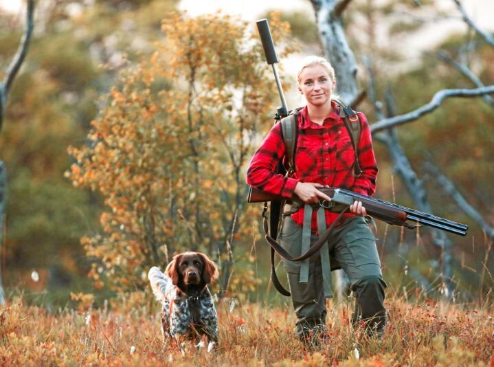 450 kurs: Undersøkelser viser at kun 50 prosent av de som tar jegerprøven kommer seg ut på jakt. Denne høsten arrangerer NJFF 450 introkurs for jakt på en lang rekke stor- og småvilt over hele landet. Foto: Janne Svihus / NJFF