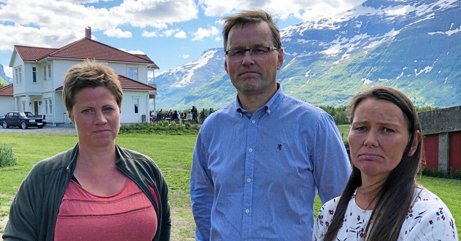 Mandag 6.juli besøkte statssekretær i Klima- og miljødepartementet Maren Hersleth Holsen (V) og Widar Skogan (KrF) i Landbruks-og matdepartementet Bardu kommune i Indre Troms.T.v: Sauebonde Laila Merete Myrvang.