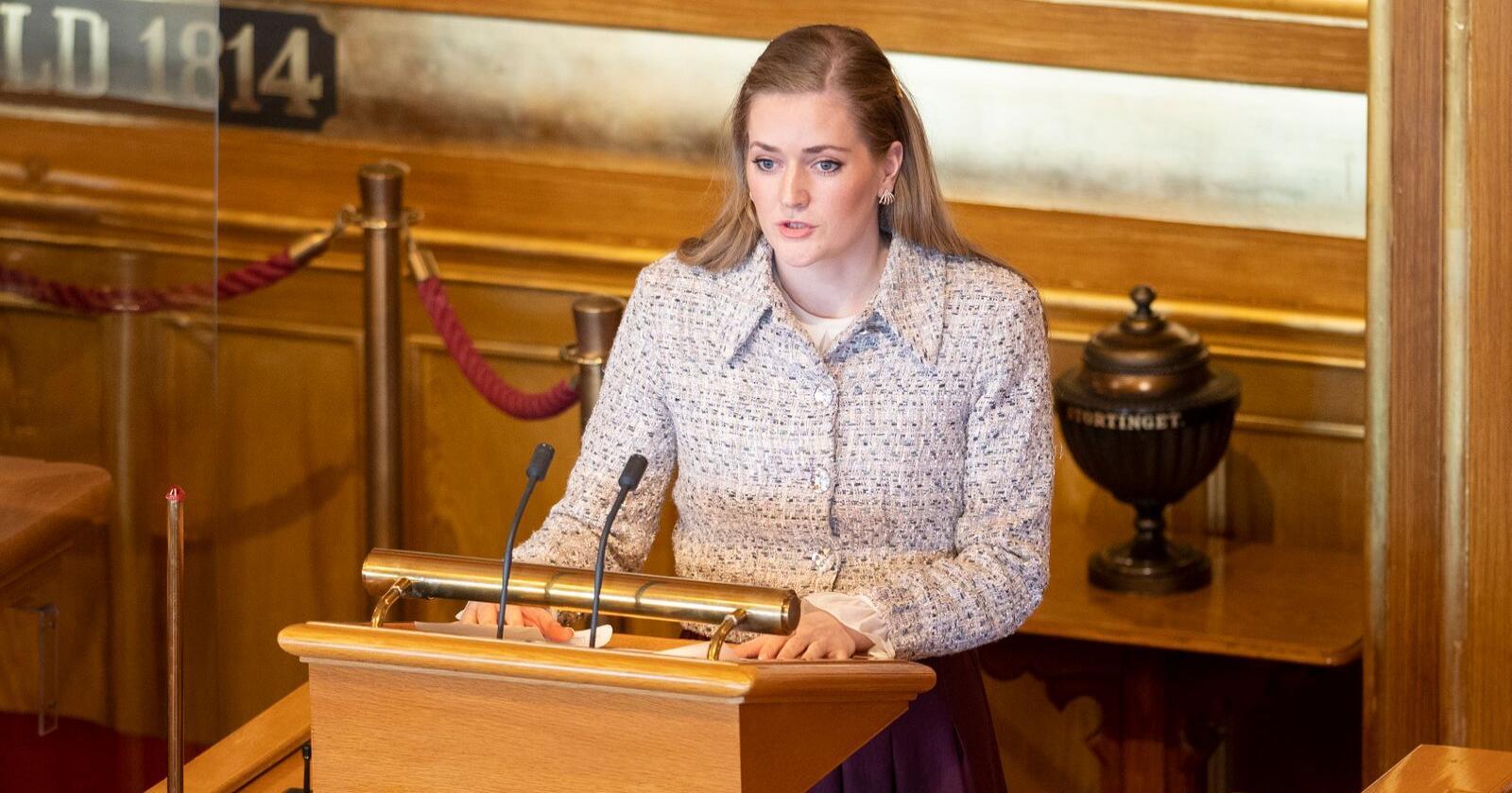 Stortingsrepresentant Emlie Enger Mehl (Sp) vil ha svar på hva regjeringen skal gjøre i etterkant av WWF-dommen i Høyesterett som kom i mars. Foto: Fredrik Hagen / NTB