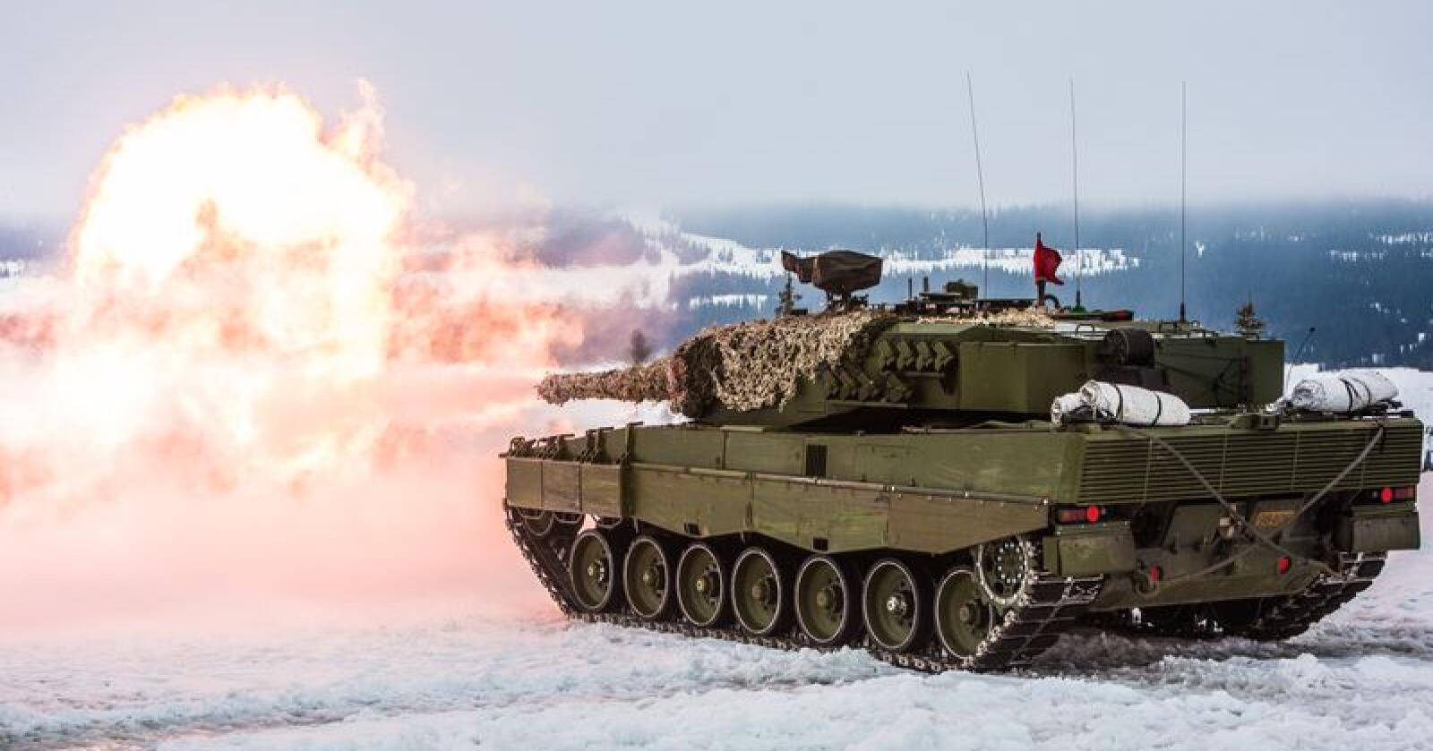 Den store NATO-øvelsen til høsten blir merkbar mange steder. Her fra en tidligere øvelse på Østlandet med Leopard 2 stridsvogner. (Foto: Henrik Røyne/Forsvaret)