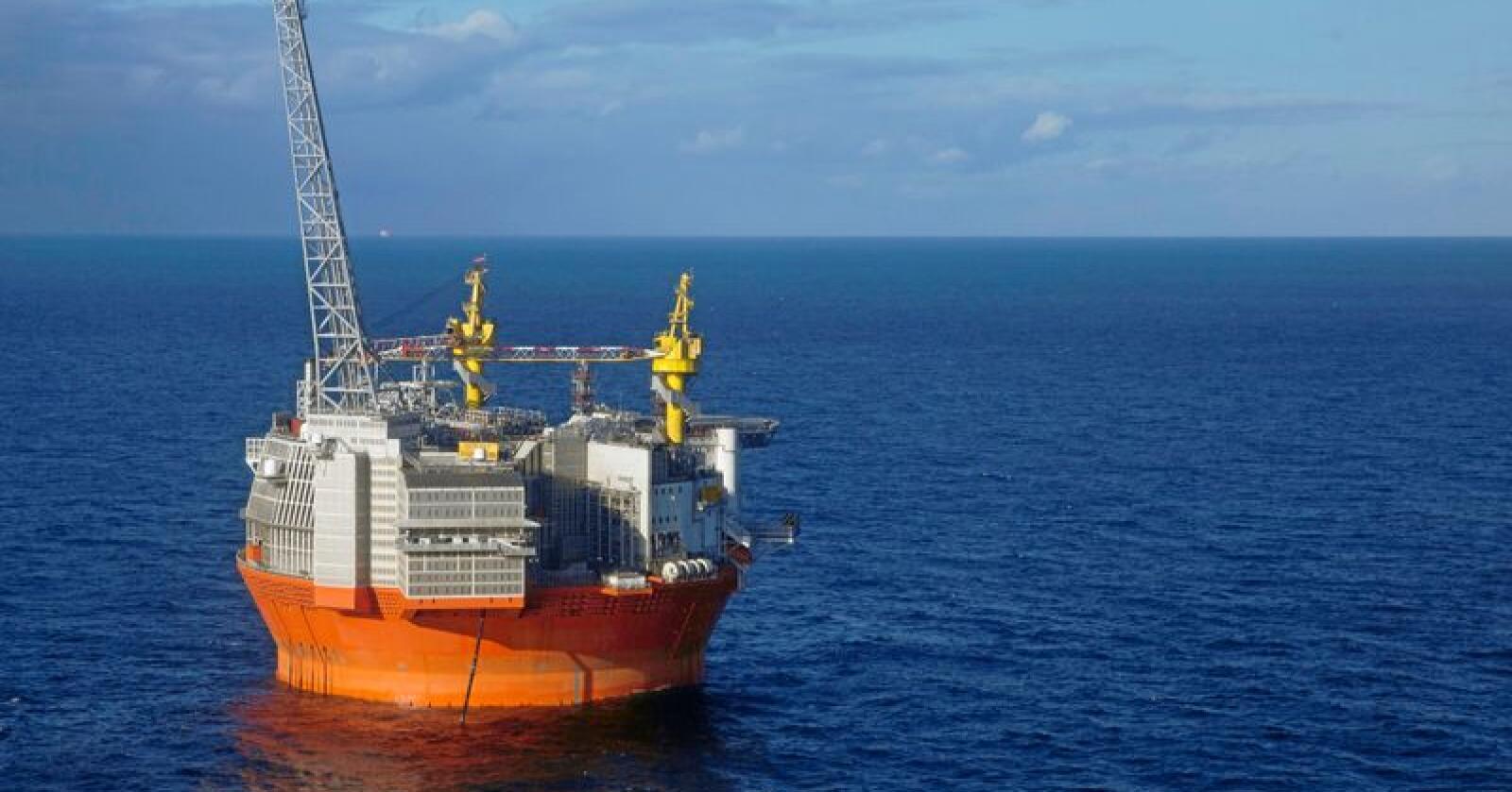 Goliat-plattformen i Barentshavet. Norsk olje i utlandet er fremdeles norsk olje. Den koker kloden, og det er det Norge som må ta ansvar for, skriver 14 år gamle Sivert Refsdal. Foto: Jan-Morten Bjørnbakk / NTB scanpix