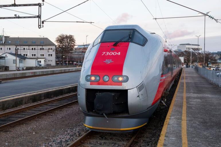 Et togsett står på et sidespor på Kristiansand stasjon og Sørlandsbanen, der britiske Go-Ahead skal kjøre tog fra 15. desember. Foto: Tor Erik Schrøder / NTB scanpix