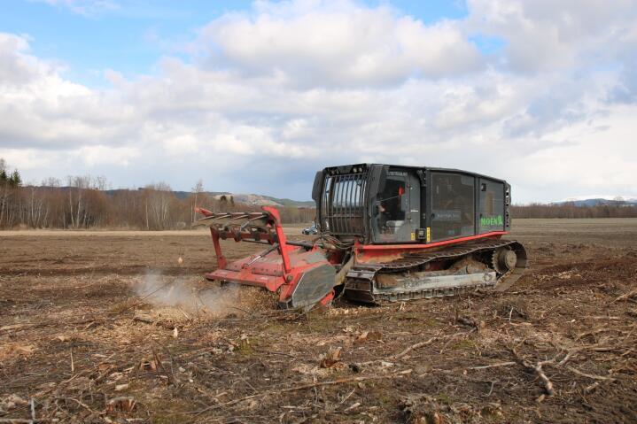 NYDYRKING: Torstein regner i år med å omdanne drøyt 500 dekar hogstfelt til dyrka mark eller beiter.