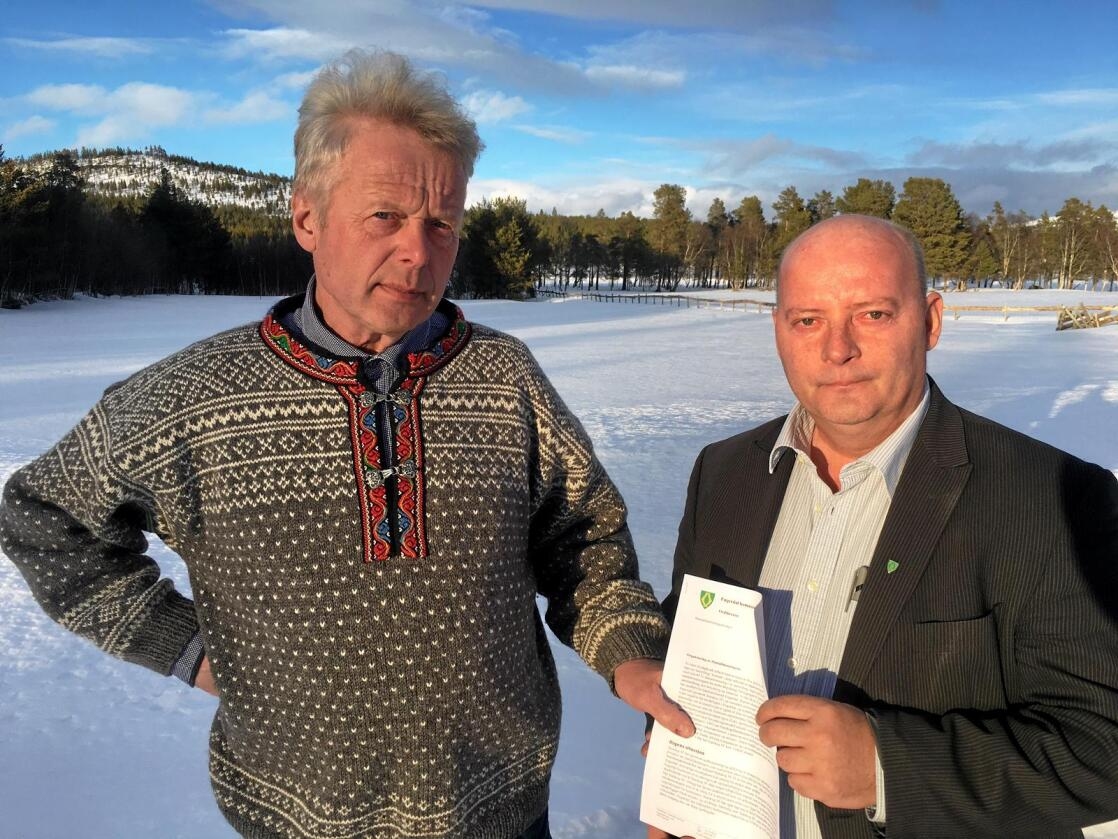 Har fått nok: Fjellstyresjef Halvor Hansson (til venstre) og ordfører Lars Erik Hyllvang i Engerdal vil ikke lenger la Statskog forvalte lokal skog. Foto: Privat