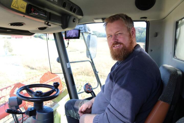 PRIS: Øystein Koht-Norbye mener det må bli mer lønnsomt for kornbøndene å levere korn gjennom året. Foto: Dag Idar Jøsang