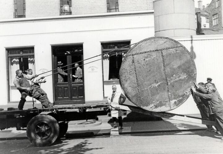 Sterk alliert: Innlandsfylkene Oppland og Hedmark ble storbyenes viktigste allierte i kampen mot brennevinsforbudet. Foto: Opplands spritfabrikk, 1925