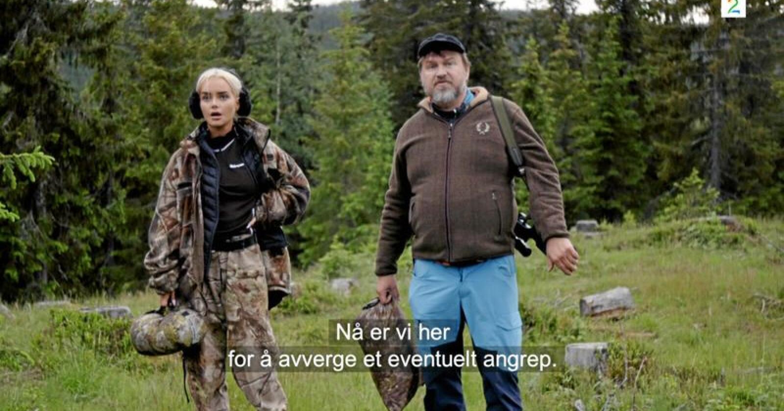 """Bloggeren Sophie Elise Isachsen møter bonde Halvor Sveen i en ny episode av """"Sophie Elise tester"""". I epioden oppstår det dramatikk når de får meldinger om en observert bjørn. Foto: Skjermdump TV 2 Sumo"""