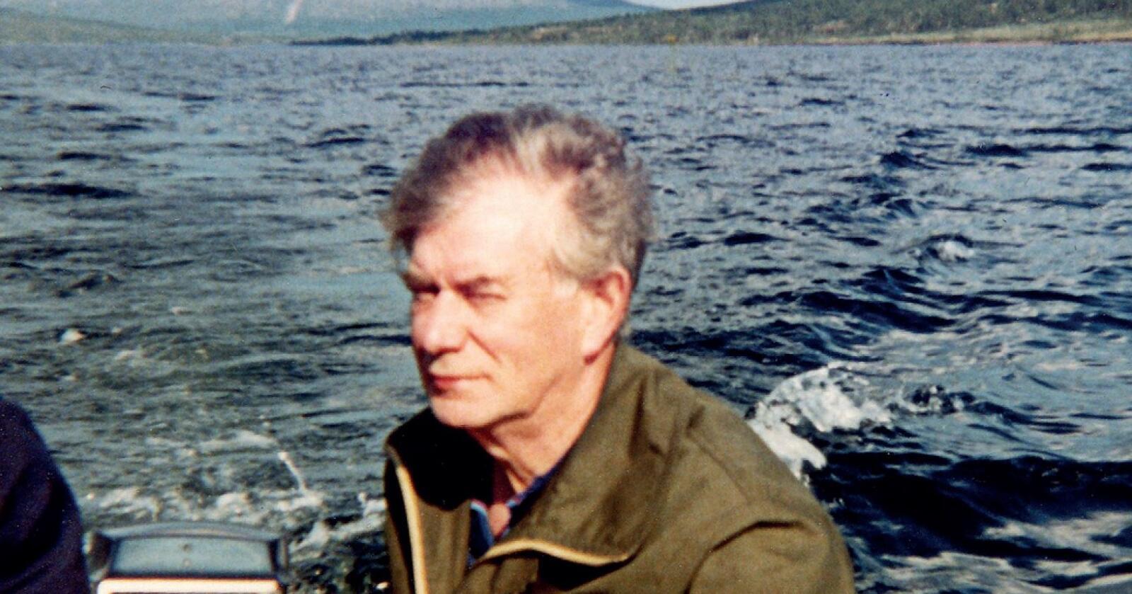 Bok: Bjørn Sigvald Loes bok om faren, er også en historie om norsk veterinærhistorie fra andre verdenskrig og framover. (Foto: Partner forlag)
