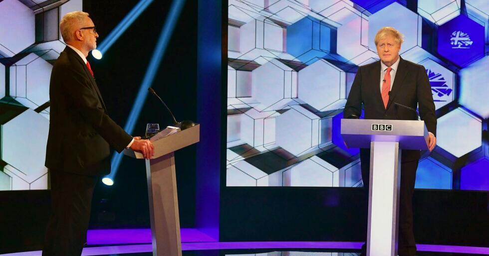 Jeremy Corbyns parti har styrket seg siden forrige måneds måling, men statsminister Boris Johnsons tory-parti ligger an til å vinne valget, ifølge YouGov-målingen for The Times. Foto: BBC via AP / NTB scanpix