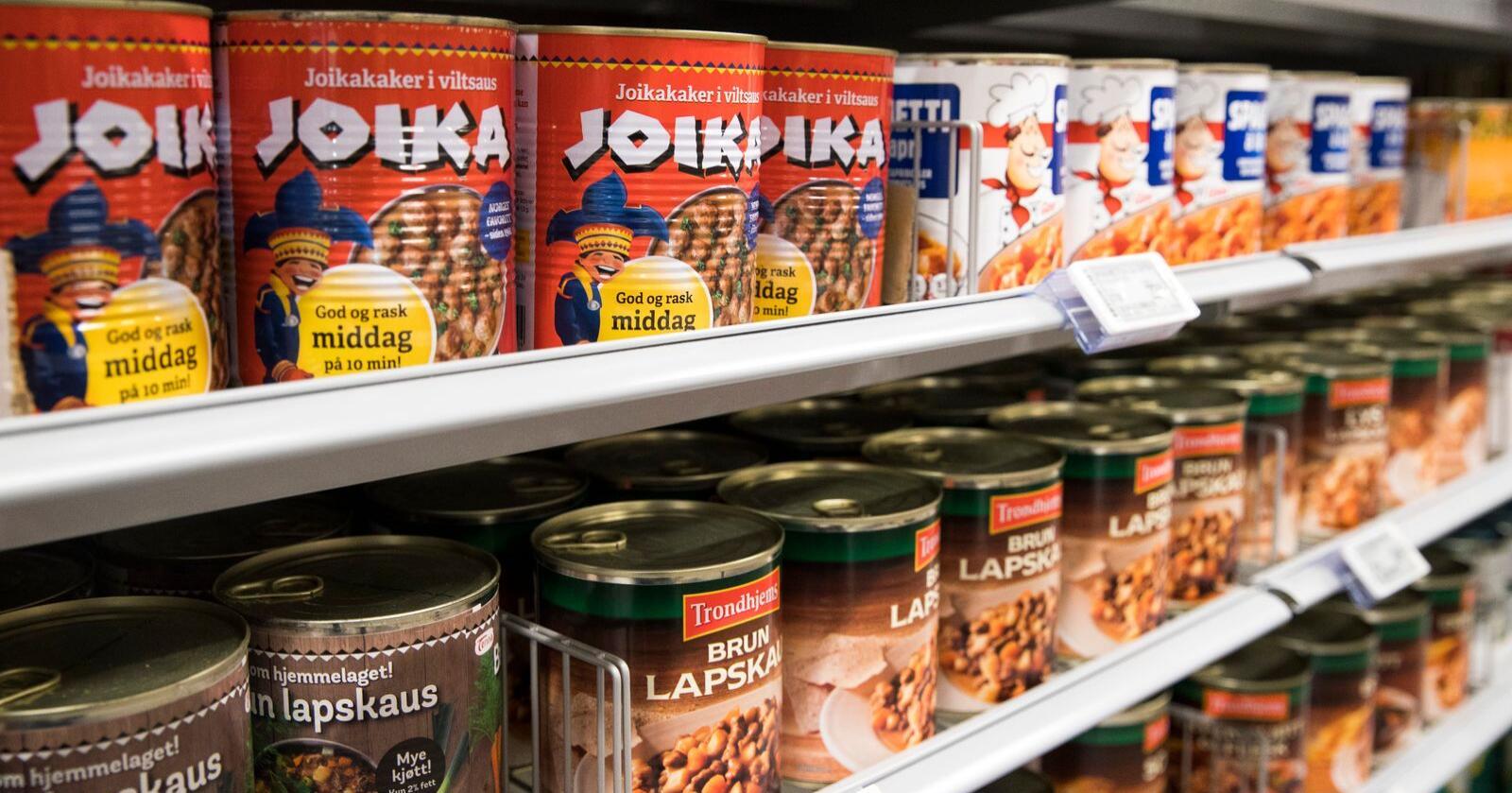 «Nærings- og fiskeridepartementet har etablert fleire tiltak for å sikre forsyningsberedskapen for matvarer i Noreg, mellom anna beredskapslager av visse matvarer som kan nyttast i situasjonar med alvorleg forsyningssvikt», skriver departementet i en e-post til NRK. Illustrasjonsfoto: Terje Pedersen / NTB scanpix