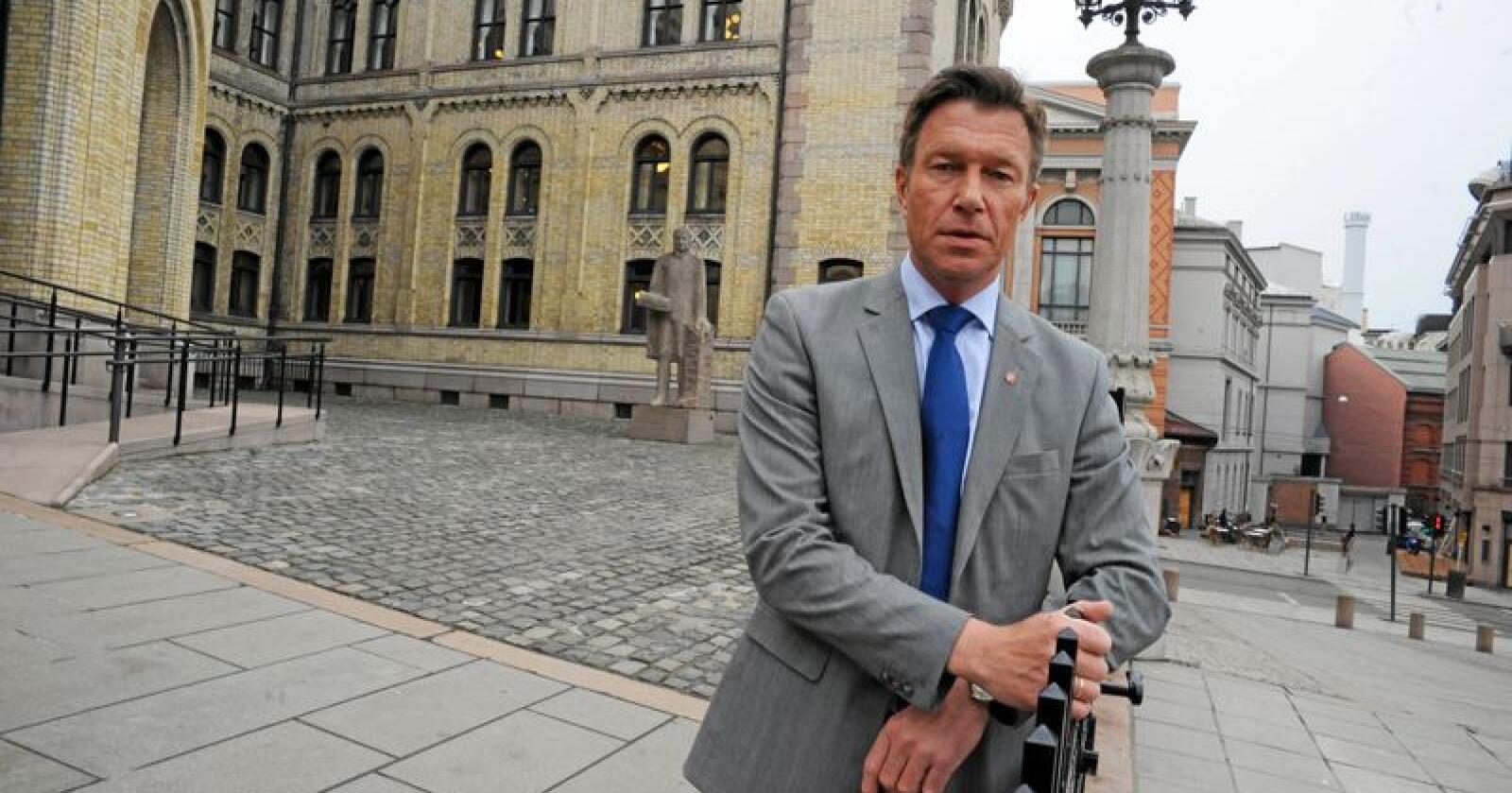 Terje Lien Aasland (Ap) mener det ikke er en god nok kompensasjonsordning som har blitt presentert. Foto: Siri Juell Rasmussen