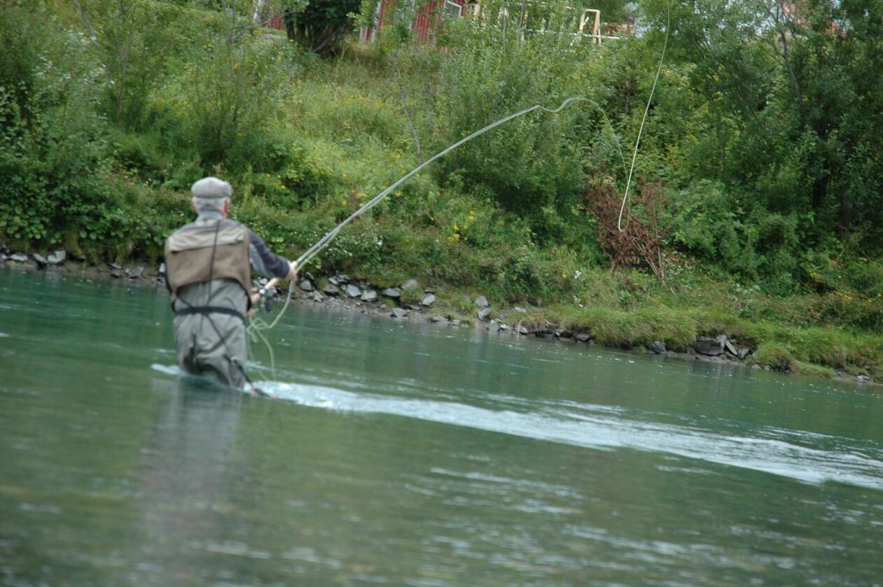 I sjølaksefisket er det ingen kvoter og fangstbegrensing per fisker slik man har i elvene. – Regelverket bør definitivt endres, sier Torfinn Evensen. (Arkivfoto)