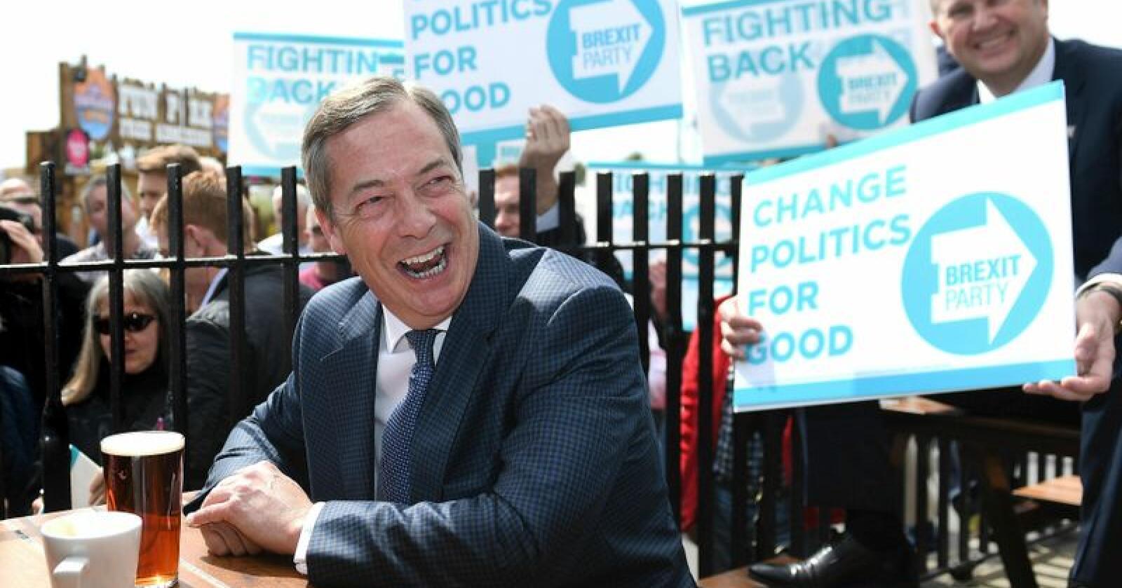 Nigel Farage leder det nye brexit-partiet Brexit Party. Ifølge en analyse basert på meningsmålinger ligger partiet an til å få 29 prosent av stemmene fra britiske velgere til valget på nytt EU-parlament. Foto: AP / NTB scanpix